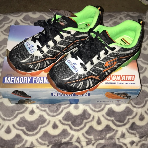 83f2e75b19cd NWT Skechers tennis shoes